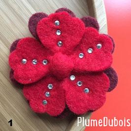 PlumeDubois Création. Grande broche fleur en laine feutrée.