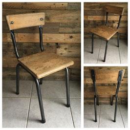 Petite chaise d'écolier, avec son nouveau style industriel.
