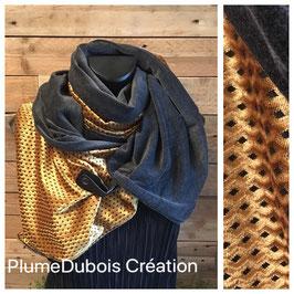 """PlumeDubois Création. Maxi col, écharpe """"Julie"""" satinée ocre"""