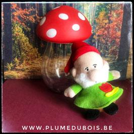 Petite peluche lutin et son champignon
