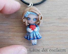Poupée miniature collier Alessandra et son petit coeur