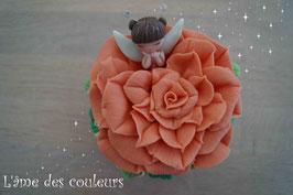 Boite  petite fée endormie fleur couleur orangé en porcelaine froide