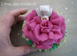 Boite fée endormie fleur couleur fuchsia en porcelaine froide