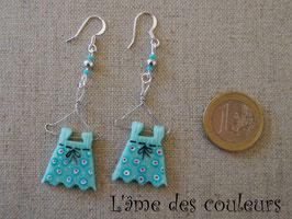 Boucles d'oreilles mes petites robes sur cintre  mon petit dressing couleur bleu vert clair pois rouges