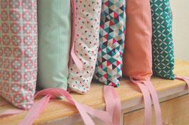 Tour de lit 6 coussins déhoussables, roses et bleus scandinaves