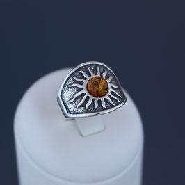 """Ring """"Sonne"""" aus geschwärztem 925-Sterlingsilber und baltischem Bernstein"""