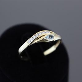 Ring aus 333-Gelbgold, Blautopas und Zirkonia