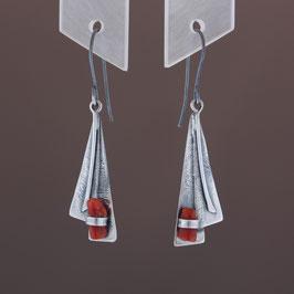 Ohrhänger aus geschwärztem 925-Sterlingsilber und Astkoralle