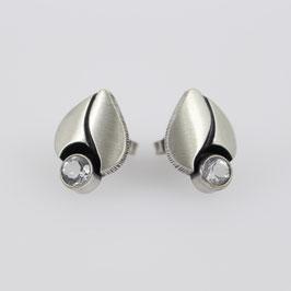 Ohrstecker aus geschwärztem, mattiertem Sterling-Silber mit Bergkristall