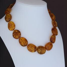 Halskette aus geschwärztem 925-Sterlingsilber und baltischen Naturbernsteinen