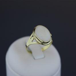 Ring aus 333-Gelbgold und Opal
