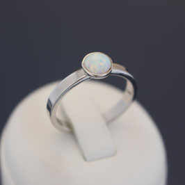 Ring aus rhodiniertem 925-Sterlingsilber und synthetischem Opal