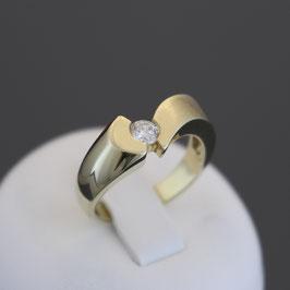 Ring aus 375-Gelbgold und Zirkonia