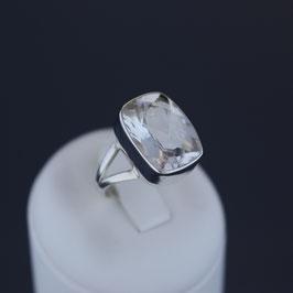 Ring aus 925-Sterlingsilber und Bergkristall