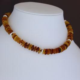 Halskette aus 925-Sterlingsilber und baltischen Naturbernsteinen