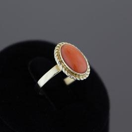 Ring aus 333-Gelbgold und Astkoralle