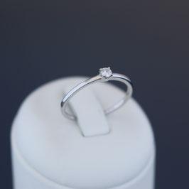 Ring aus 585-Weißgold und Brillant (0,1 ct., W, si)