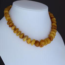 Halskette aus baltischem Naturbernstein