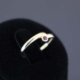 Ring aus 333-Gelbgold und Rubin