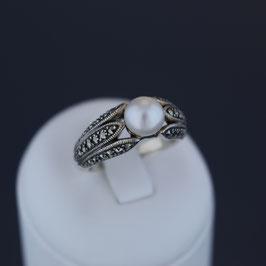 Ring aus geschwärztem 925-Sterlingsilber, Süßwasserzuchtperle und Markasit