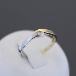 Ring aus 585-Gelb- und -Weißgold und Diamant (0,035 ct.)