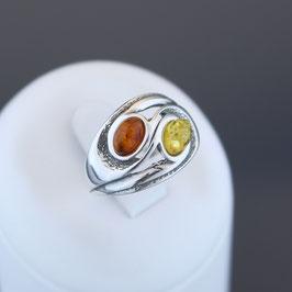 Ring aus geschwärztem 925-Sterlingsilber und baltischen Bernsteinen