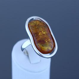 Ring aus geschwärztem 925-Sterlingsilber und baltischem Bernstein