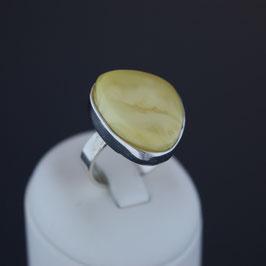 Ring aus 925-Sterlingsilber und baltischem Naturbernstein