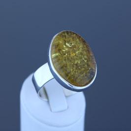 Ring aus 925-Sterlingsilber und baltischem Bernstein