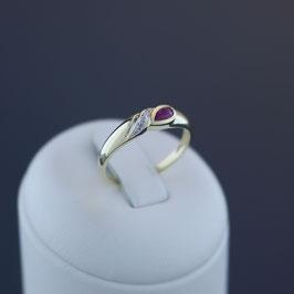 Ring aus 333-Gelbgold mit teilweiser Weißvergoldung, Rubin und Diamant