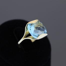 Ring aus 333-Gelbgold und Blautopas