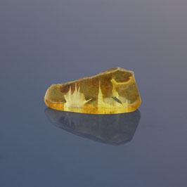 Bernstein mit ausgefrästen Motiven aus baltischem Naturbernstein
