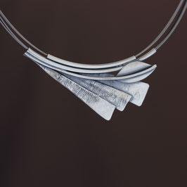 Collier aus geschwärztem 925-Sterlingsilber auf Edelstahldraht