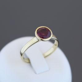 Ring aus 585-Gelbgold und Rhodolith