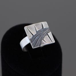 Ring aus geschwärztem (sulfiert) 925-Sterlingsilber