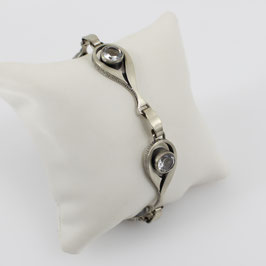 Armkette aus mattiertem, geschwärzten 925-Sterlingsilber mit Bergkristall