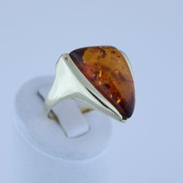 Ring aus 333-Gelbgold und baltischem Naturbernstein