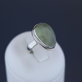 Ring aus 925-Sterlingsilber und Prehnit