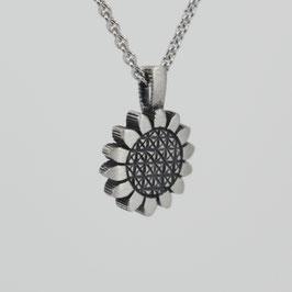 Anhänger in Blütenform aus mattiertem, geschwärztem Sterling-Silber