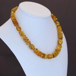 Halskette (Unikat) aus geschwärztem 925-Sterlingsilber und baltischen Naturbernsteinen
