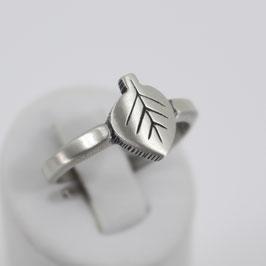 Ring in Blattform aus mattiertem, geschwärzten 925-Sterlingsilber