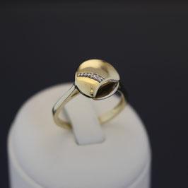 Ring aus 333-Gelbgold mit teilweiser Weißvergoldung und Zirkonia