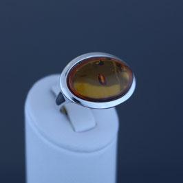 Ring aus rhodiniertem 925-Sterlingsilber und baltischem Bernstein
