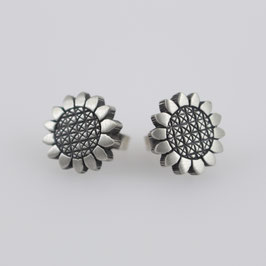Ohrstecker in Blütenform aus geschwärztem, mattiertem Sterling-Silber