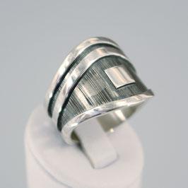 Handgearbeiteter Ring aus 925-Sterlingsilber