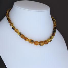 Halskette aus baltischen Naturbernsteinen