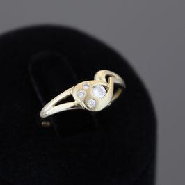 Ring aus 333-Gelbgold und Zirkonia