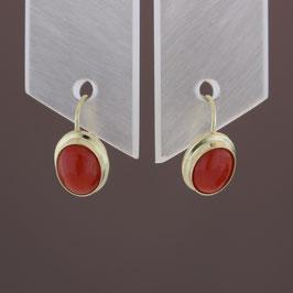 Ohrhänger aus 333-Gelbgold und Astkoralle