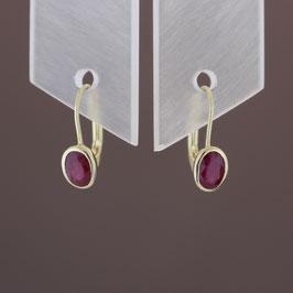 Ohrhänger aus 333-Gelbgold und Rubin