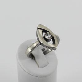 Ring aus mattiertem, geschwärzten 925-Sterlingsilber mit Bergkristall